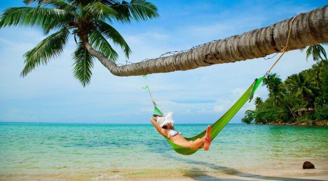 Пляжний відпочинок на морі в травні